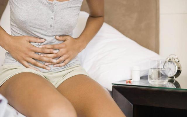 Длительное кровотечение после месячных: причины, симптомы