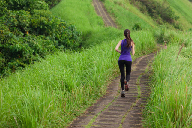 Можно ли бегать во время месячных: правила и ограничения