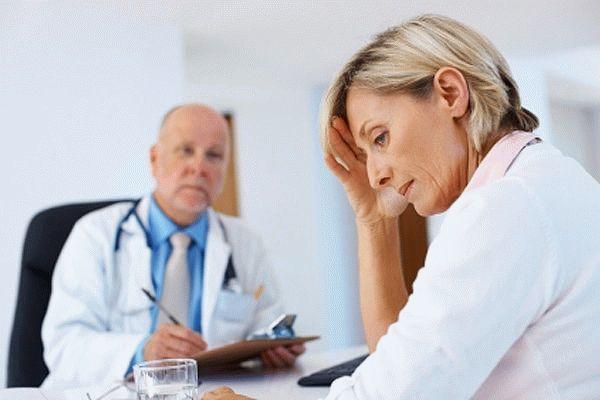 Кружится голова во время месячных: причины и лечение