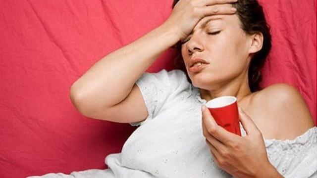 Почему болит голова во время месячных: причины, лечение