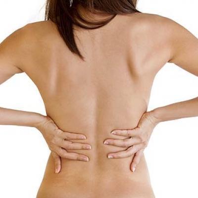 Спина болит перед месячными: причины, норма и патология