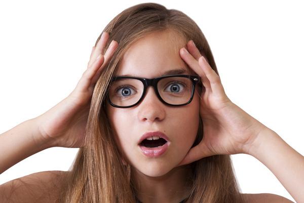 Когда начинаются месячные у девочек: симптомы менархе
