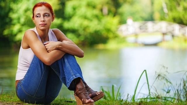 Задержка месячных и коричневые выделения: причины, лечение