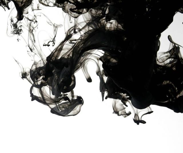 Черные выделения после месячных: причины и последствия