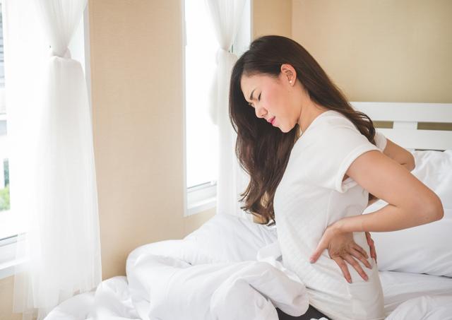 Болит поясница перед месячными: причины, диета, гимнастика