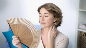 Задержка месячных при климаксе: симптомы и их причины