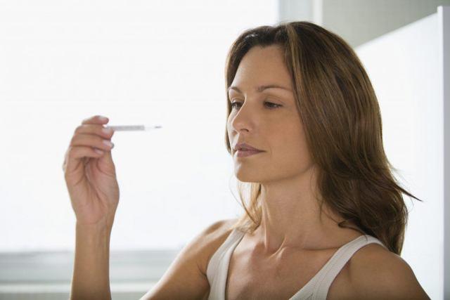 Озноб перед месячными: патологии и физиологические причины