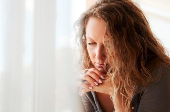 Скудные месячные, тест отрицательный: причины, что делать