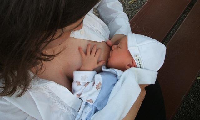 Выделения после родов через 2 месяца: характер, норма и патология