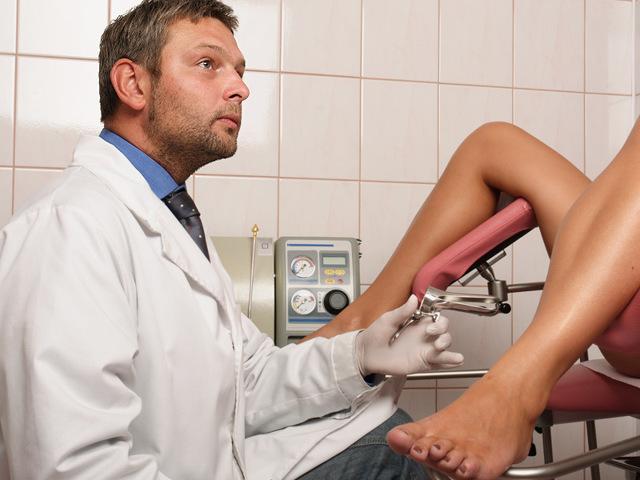 Выделения через месяц после родов: возможные причины, норма или патология