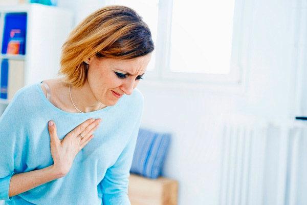 Болит сердце перед месячными: причины, симптомы, лечение
