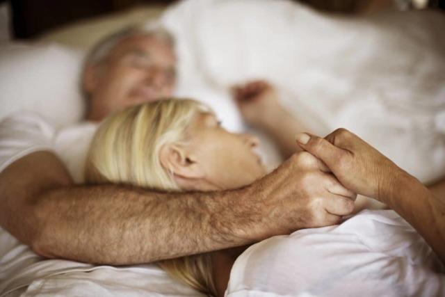 Секс при климаксе: возможен ли он, особенности, проблемы