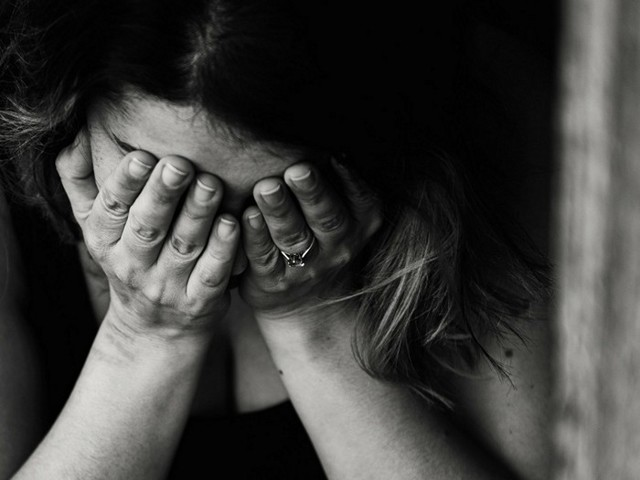 Депрессия во время месячных: причины, методы борьбы