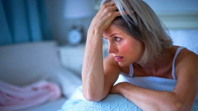 Бессонница при климаксе: что делать, причины, проявления, лечение