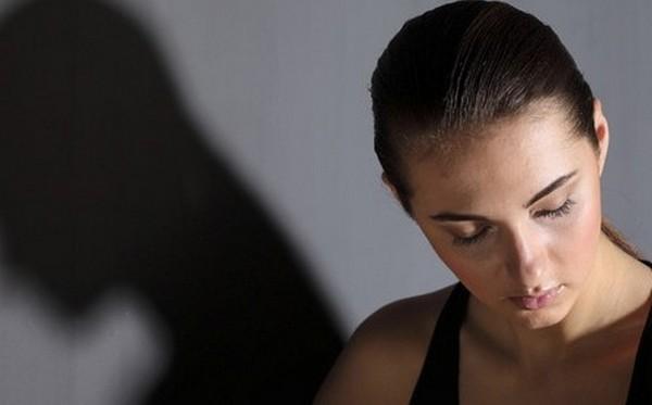 Желтые выделения перед месячными: причины и лечение