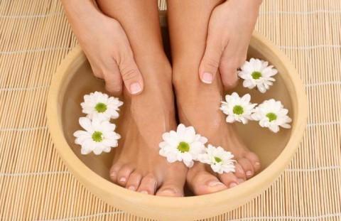 Можно ли парить ноги при месячных во время простуды
