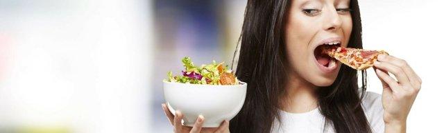 Почему перед месячными хочется есть много и как с этим бороться