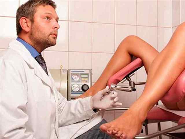 Темная кровь при месячных: норма, патологические причины