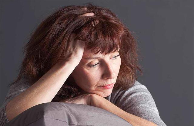 Боль живота при климаксе: причины, возможные патологии