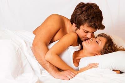 Можно ли заниматься сексом во время месячных: за и против