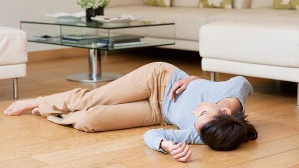 Обморок при месячных: причины, симптомы, трактика лечения