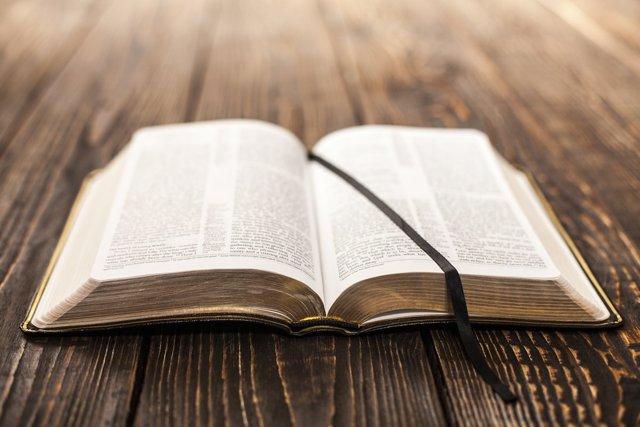 Можно ли крестить при месячных у крестной и почему, что делать