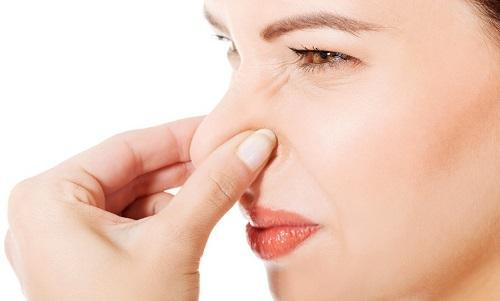 Почему пахнут месячные: норма и возможные патологии