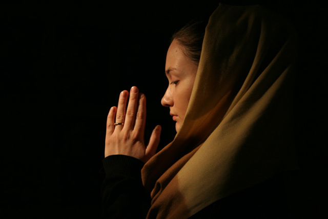 Можно ли молиться во время месячных дома и в храме